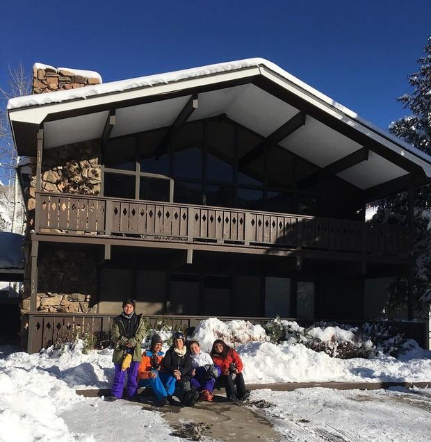 Ivete Sanagalo curte temporada de festas de fim de ano com família em Aspen, no Colorado, nos EUA. Diária é de R$8,3 mil (Foto: Reprodução)