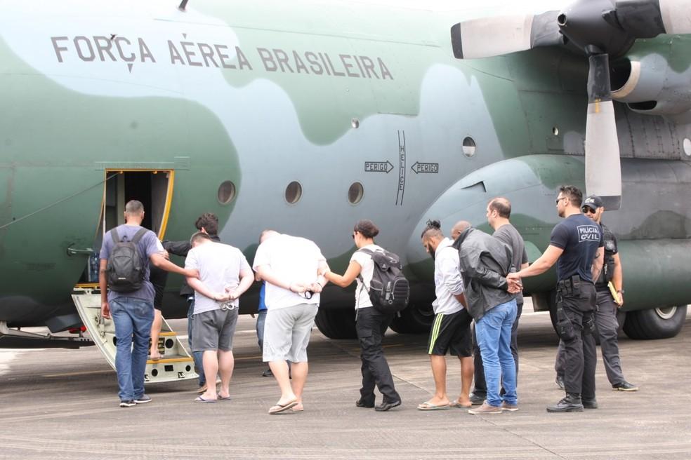 Avião da FAB foi usado para levar presos em SC para Brasília, DF. — Foto: Polícia Civil/Divulgação