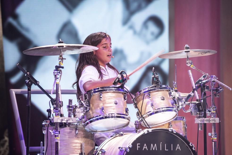 Filho de Ivete Sangalo, Marcelo, dá show na bateria durante apresentação no Tamanho Família — Foto: Isabella Pinheiro/Gshow