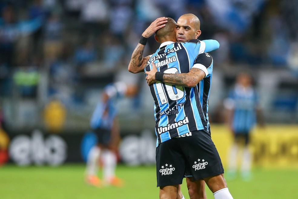 Thaciano assistiu Tardelli no terceiro gol do Grêmio contra o Juventude — Foto: Lucas Uebel / Grêmio FBPA