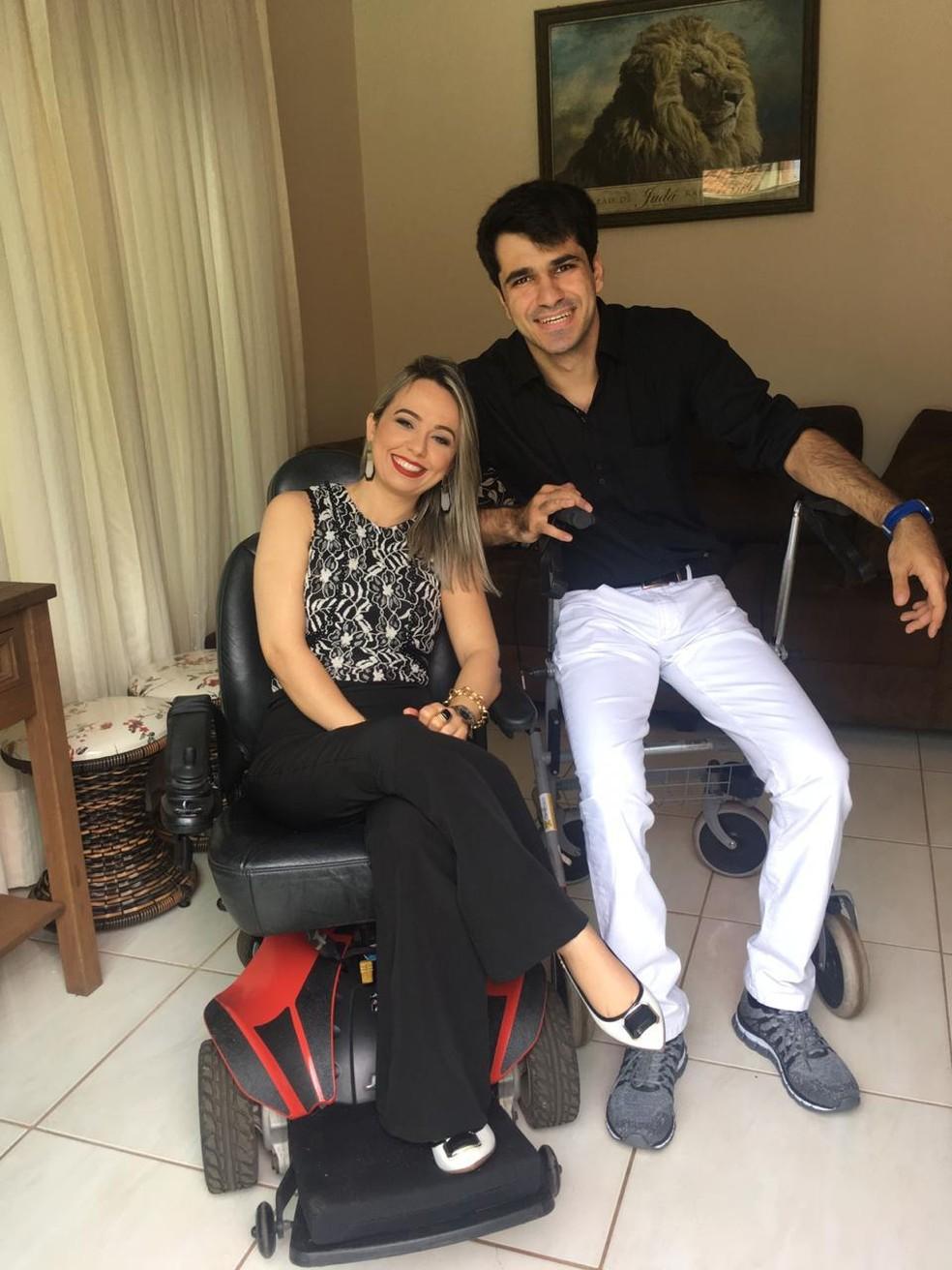 Nadia e o turco Metehan se conheceram pelas redes sociais e agora noivos, planejam se casar — Foto: Arquivo Pessoal