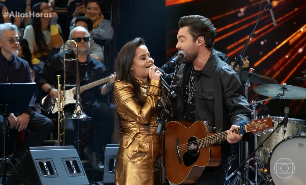 Maiara e Fernando cantaram juntos no 'Altas Horas' — Foto: TV Globo