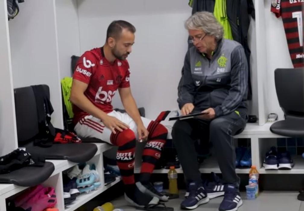 Everton Ribeiro com Jorge Jesus — Foto: Reprodução / Fla TV