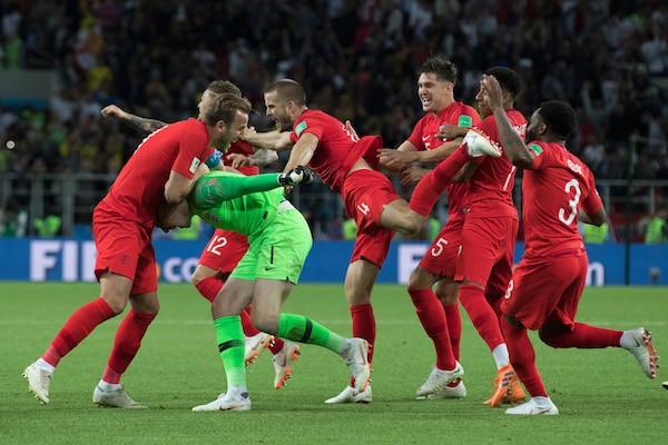 Os jogadores da seleção da Inglaterra celebrando a vitória conta a Colômbia na Copa do Mundo (Foto: Getty Images)