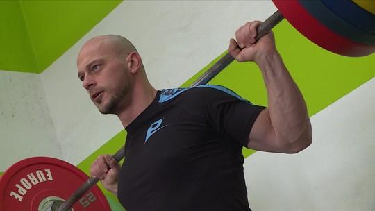 Sobrevivente de guerra, albanês naturalizado brasileiro Serafim Veli treina sozinho para o Pan