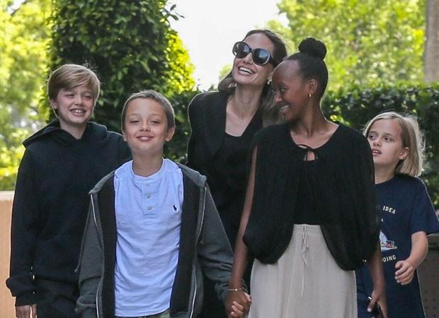 Angelina Jolie com os filhos: Shiloh, Knox, Zahara e Vivienne   (Foto: Backgrid)