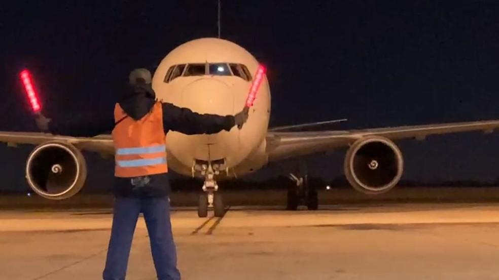 Pfizer utiliza o Aeroporto de Viracopos, em Campinas (SP), na logística de entrega das doses da vacina contra Covid-19 ao Brasil — Foto: UPS/ALF TV VCP