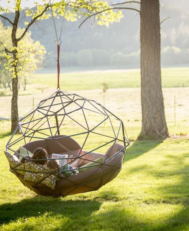 Kodama ZOmes: empresa lançou peça que funciona como uma sofá suspenso para toda a família se divertir no jardim (Foto: Reprodução)