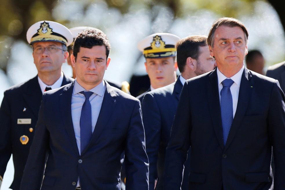 O ministro da justiça Sérgio Moro e o presidente Jair Bolsonaro participam de evento do 154º aniversário da batalha naval do Riachuelo na sede da Marinha, em Brasília — Foto: Adriano Machado/Reuters