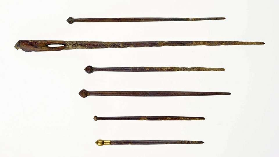 Conjunto de agulhas encontrados no túmulo (Foto: Divulgação/LVR-LandesMuseum Bonn)