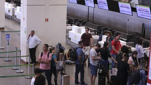 O cancelamento das operações da Avianca pegou passageiros de surpresa (Foto:  Valter Campanato/Agência Brasil)