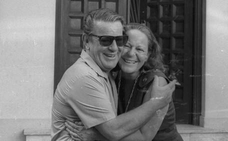 O embaixador Giovanni Bucher com a irmã, após ser libertado