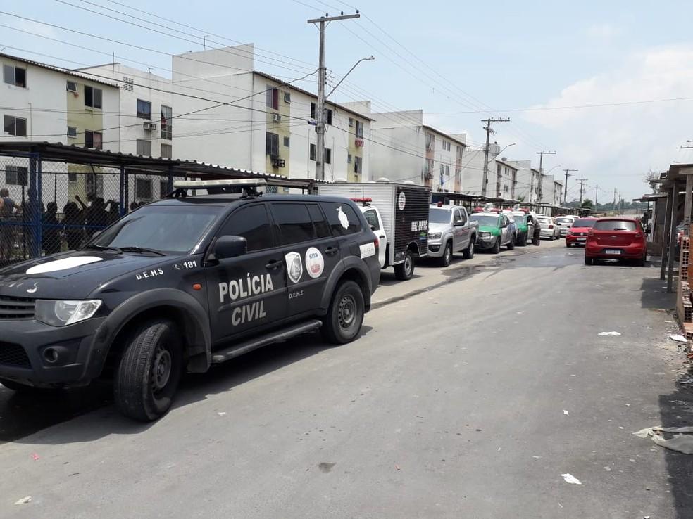Diversas viaturas policiais foram acionadas para a ocorrência. — Foto: Rebeca Beatriz/G1 AM