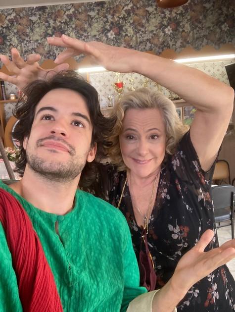 Diego Cruz e Elizabeth Savala em 'Quanto mais vida melhor' (Foto: Divulgação)