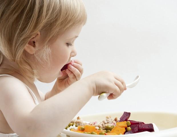 Criança; comer; vegetais (Foto: Thinkstock)