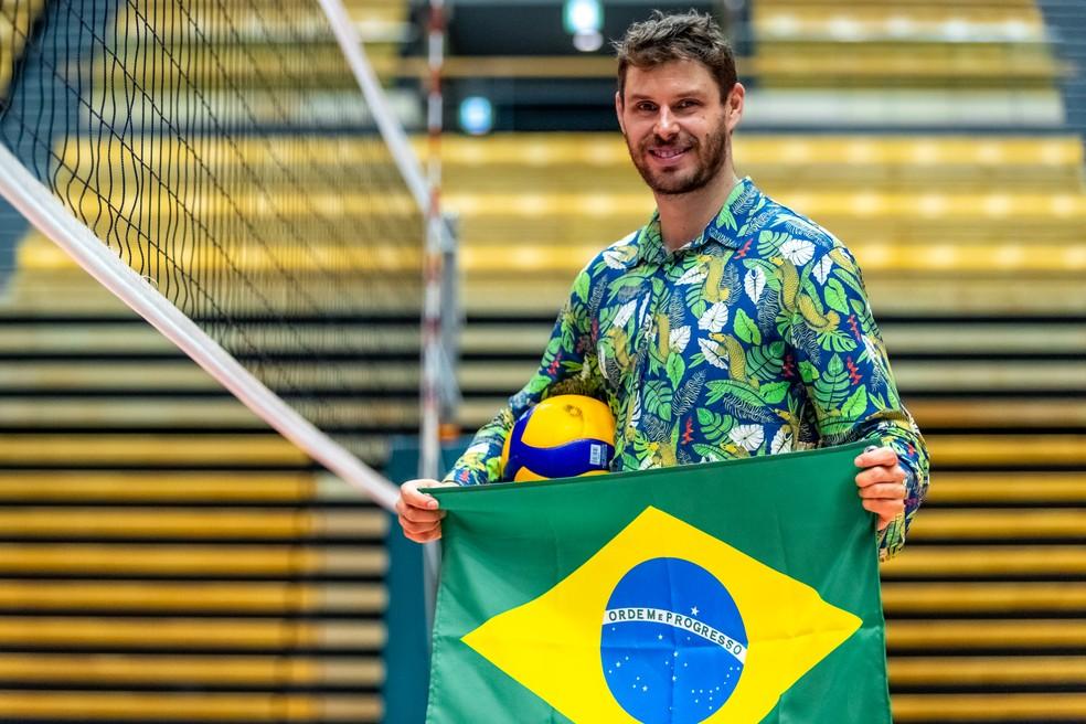 Bruninho vai ser porta-bandeira do Brasil em Tóquio junto com Ketleyn Quadros — Foto: Miriam Jeske/COB