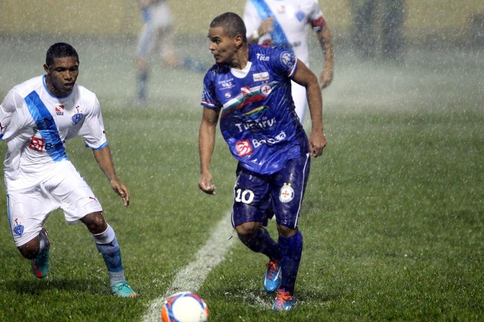 Kariri (dir.) joga o Campeonato Brasiliense de 2018 pelo Ceilândia (Foto: Akira Onuma/O Liberal)