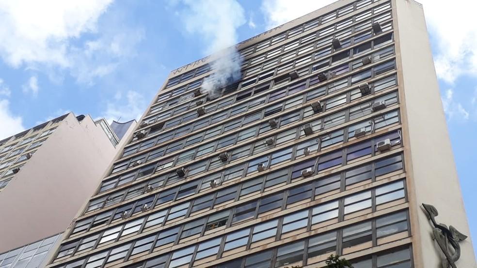 Incêndio em prédio comercial na Praça Sete, centro de Belo Horizonte — Foto: Camila Oliveira/Arquivo pessoal