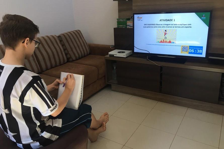 Ensino remoto no Paraná: governo fala em sucesso; professores questionam qualidade da aprendizagem dos alunos