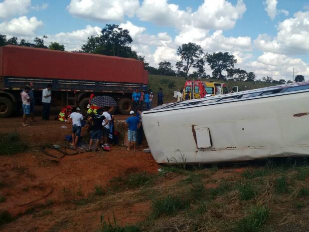 Acidente aconteceu na manhã deste sábado (14) na BR-364 em MT (Foto: Eduardo Monteiro/TVCA)