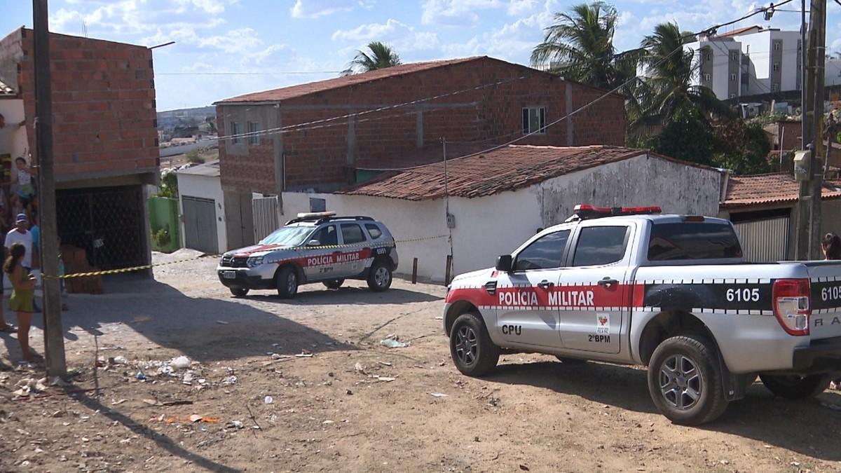 Homem é executado após tentar se esconder de atiradores em forro de casa em Campina Grande