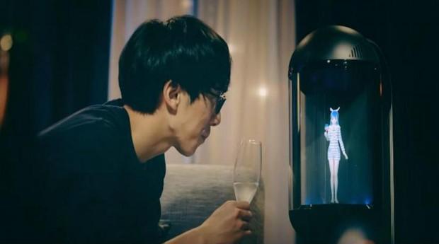 """Usuário comemora """"aniversário de namoro"""" com o holograma (Foto: Divulgação)"""