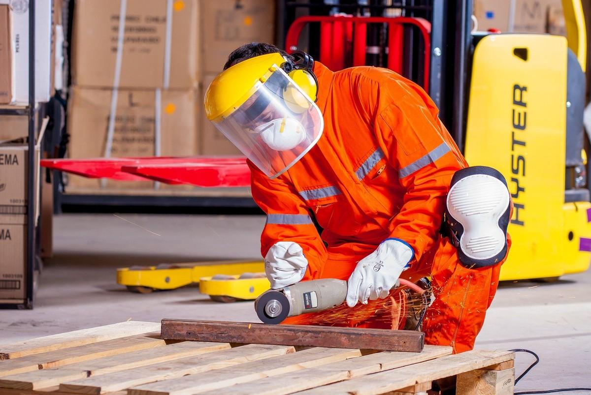 Documento da OCDE reforça importância da inclusão de mão de obra sênior