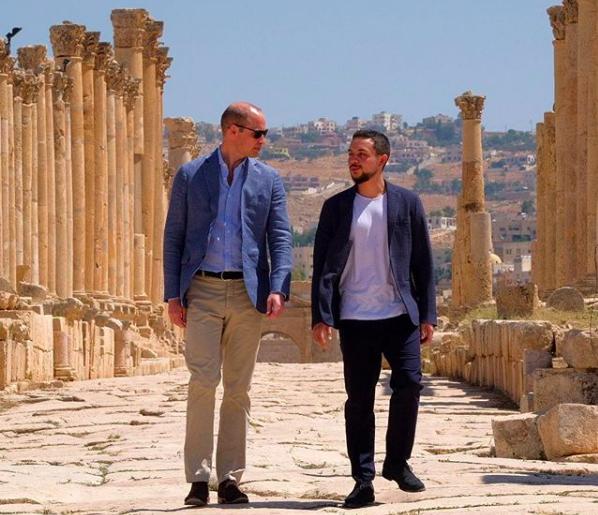 Príncipe William fez a visita às ruínas romanas com o Príncipe Hussein, da Jordânia  (Foto: Reprodução / Instagram)
