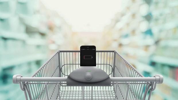 Brasileiros criam carrinho de supermercado que carrega celular (Foto: Divulgação)