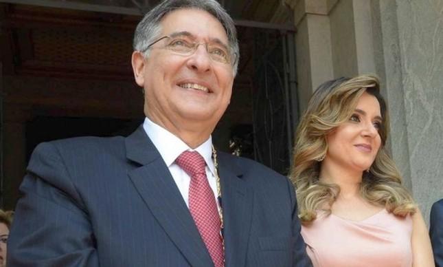 O governador de MG, Fernando Pimentel, ao lado da mulher, Carolina  O governador de MG, Fernando Pimentel, ao lado da mulher, Carolina (Foto: Divulgação)