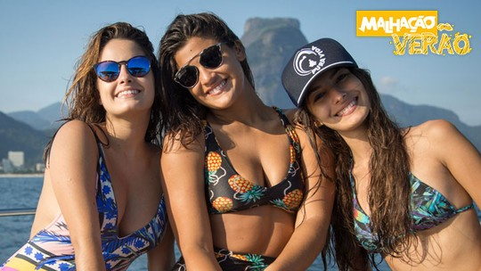 Giulia Costa, Marina Moschen e Amanda de Godoi fazem stand up paddle em ilha paradisíaca; assista