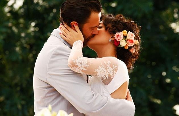Rodrigo (Gabriel Braga Nunes) e Miriam (Letícia Persiles) tiveram um final feliz depois de várias encarnações em 'Amor eterno amor' (Foto: TV Globo)