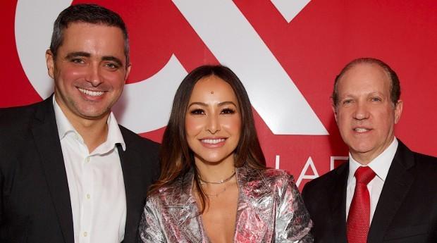 Felipe Abreu (esquerda), Sabrina Sato e Sidney Kalaes, no lançamento da franquia (Foto: Divulgação/Paulo Troya)