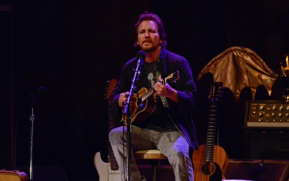 O músico Eddie Vedder, vocal do Pearl Jam, durante show solo em São Paulo em 2014 (Foto: Flávio Moraes/G1)