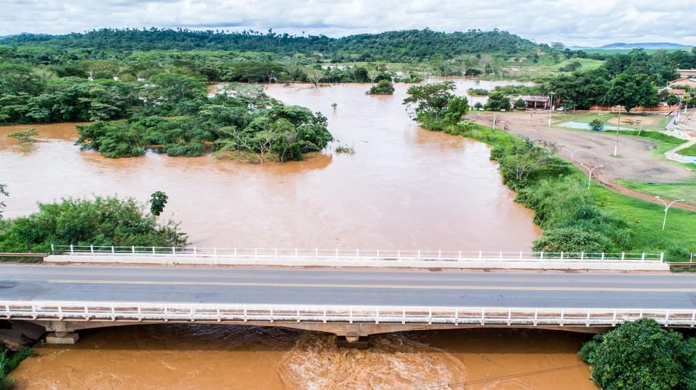 Nível de rio sobe após intensas chuvas e moradores ribeirinhos enfrentam alagamento em Juscimeira — Foto: Prefeitura de Juscimeira/Assessoria