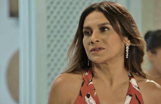 Na terça-feira (11), depois de beijar Raimundo (Flávio Tolezani), Janaína (Dira Paes) pedirá um tempo ao dono do restaurante (Foto: TV Globo )