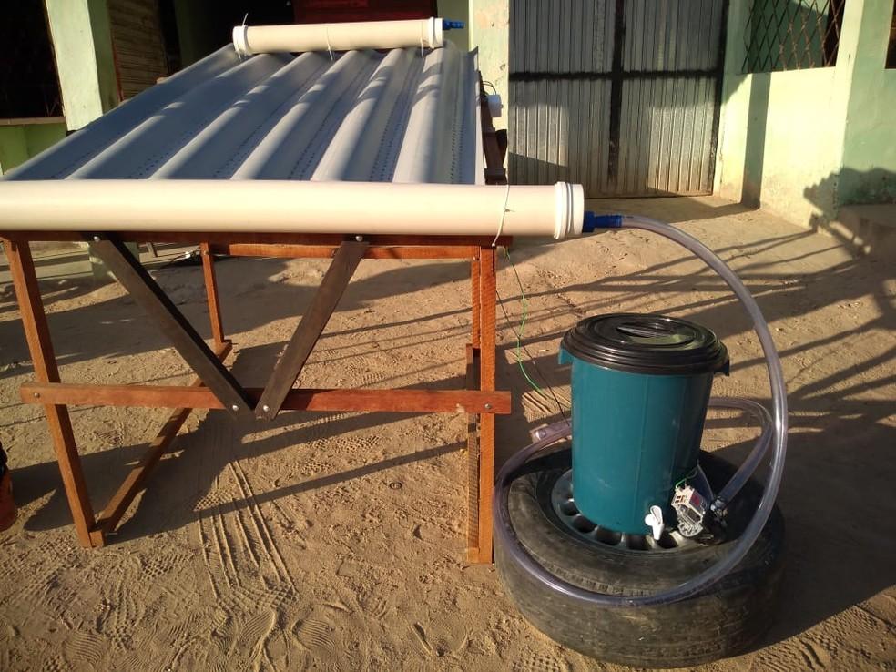 Projeto também foi desenvolvido para ajudar moradores da zona rural a tratarem a água que é armazenada em recipientes — Foto: Ronaldo Justino/Arquivo Pessoal