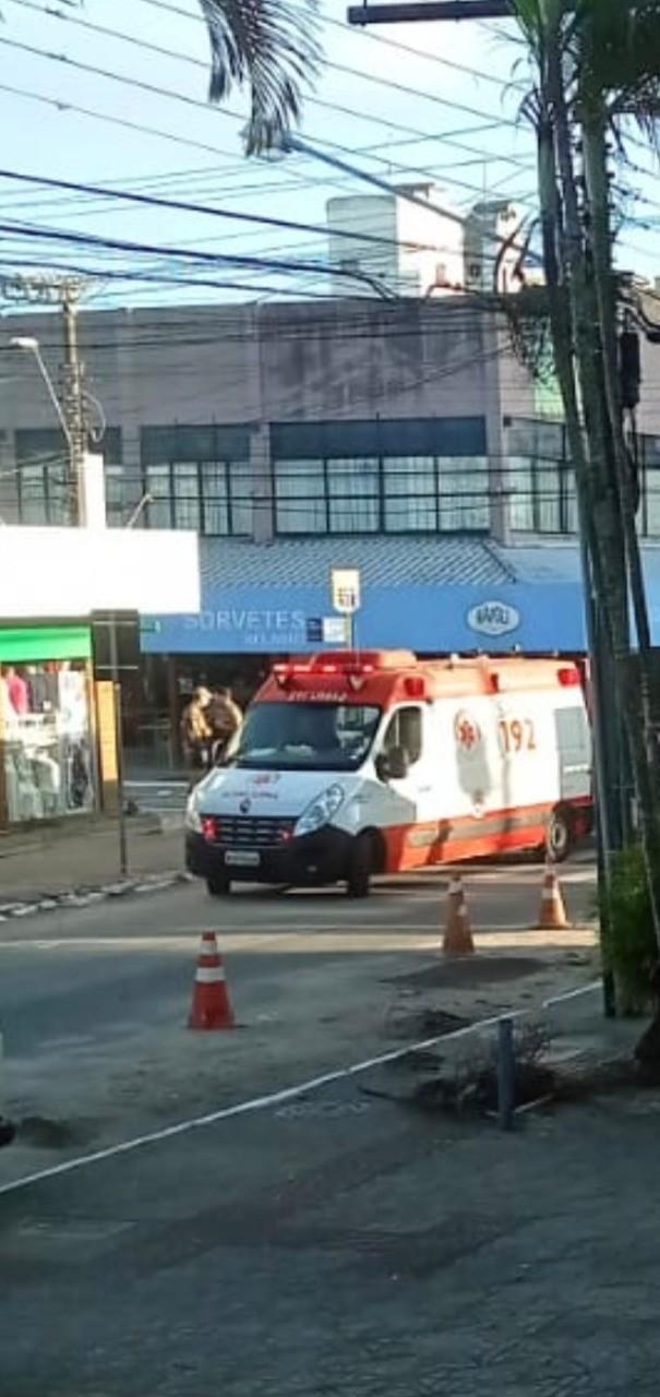 Jovem fica ferido após ser atingido por tiros no bairro Canasvieiras, em Florianópolis