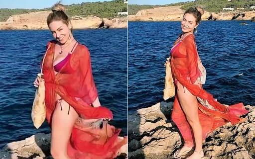De férias, ex-BBB Paula curte praia em Ibiza