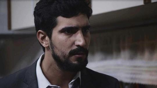 Jamil sugere fugir com Laila e Raduan