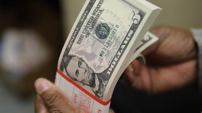 Dólar Fecha Em Queda Na última Sessão De 2018 Mas Termina O Ano Alta Economia G1