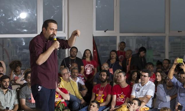 Guilherme Boulos durante a convenção do PSOL