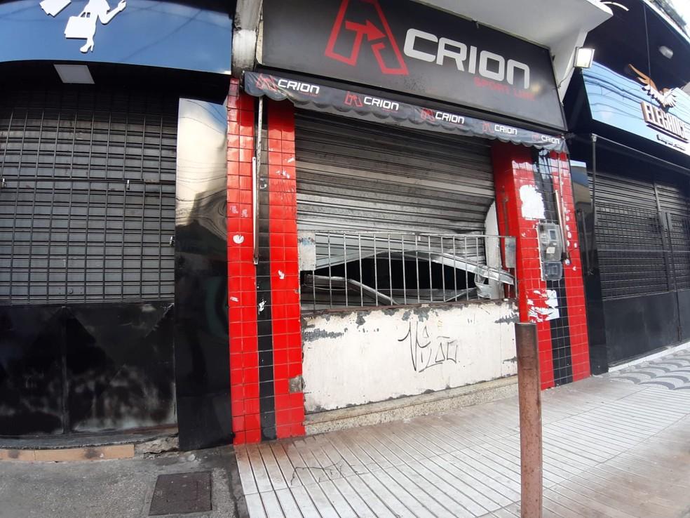Loja invadida no bairro da Liberdade, em Salvador  — Foto: Raphael Marques/TV Bahia