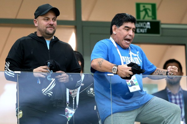 O ex-jogador argentino Diego Armando Maradona celebrando durante a partida entre Argentina e Nigéria na Copa do Mundo  (Foto: Getty Images)