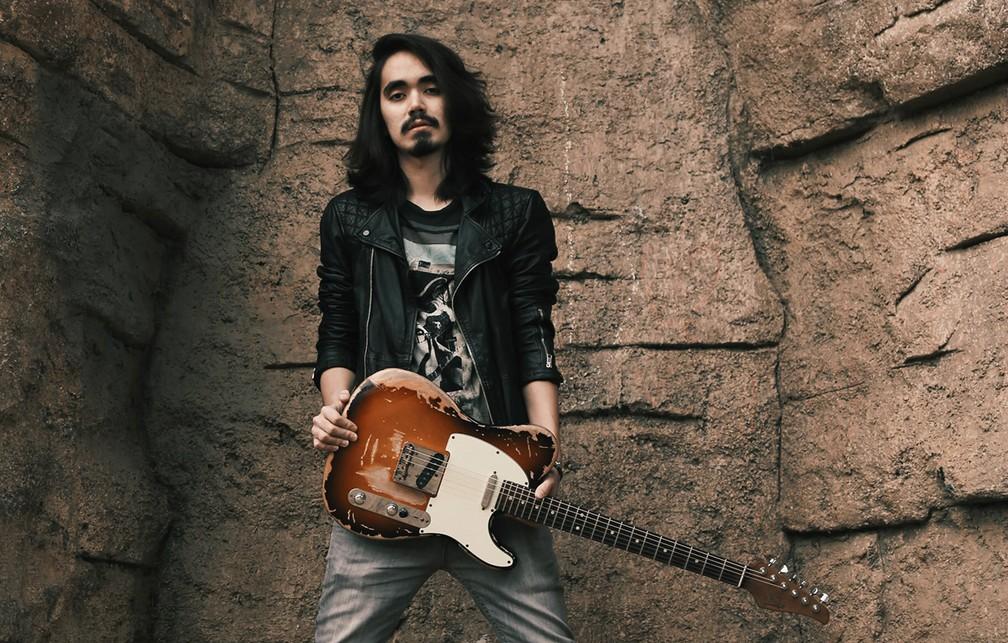 -  O guitarrista Mateus Asato  Foto: Divulgação