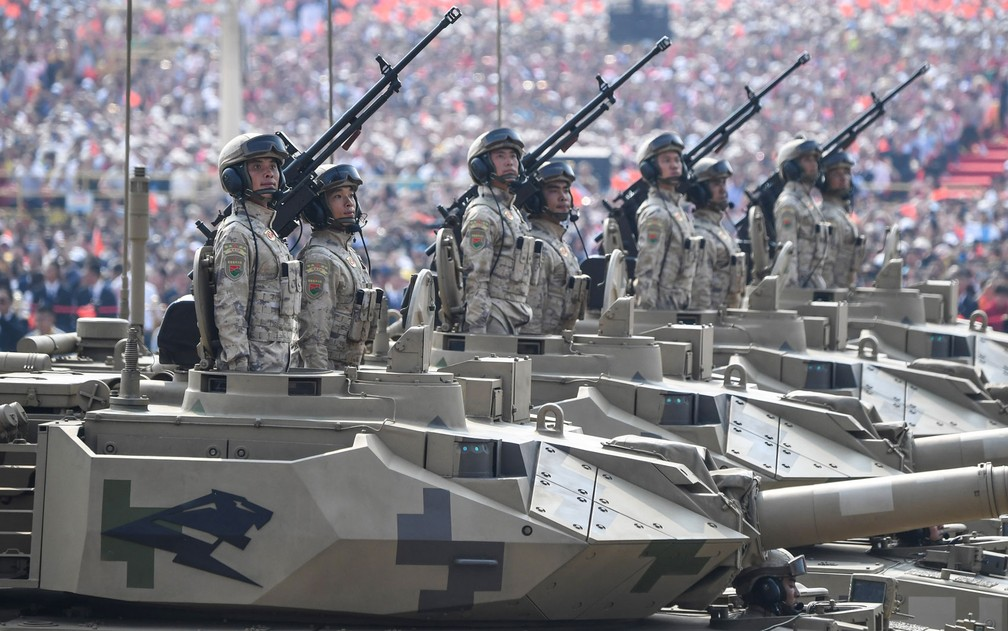 Tanques desfilam em |Pequim — Foto: Greg Baker / AFP Photo