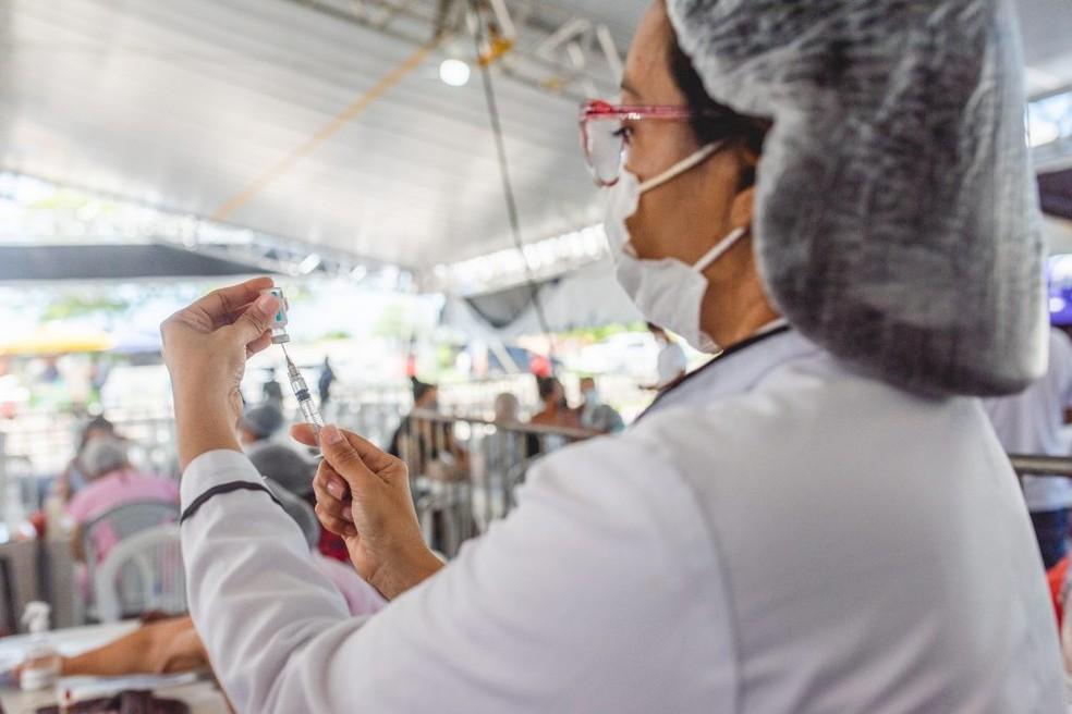 Prefeitura de Maceió amplia faixa etária da vacina contra Covid para 12 anos — Foto: Secom/ Maceió