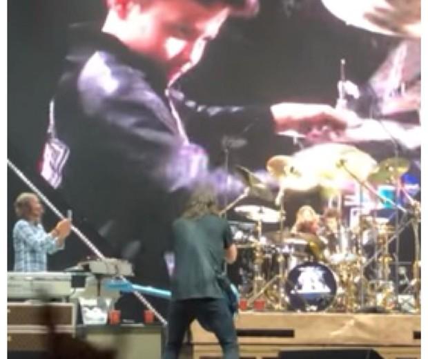 Menino bateria Foo Fighters (Foto: Reprodução YouTube)