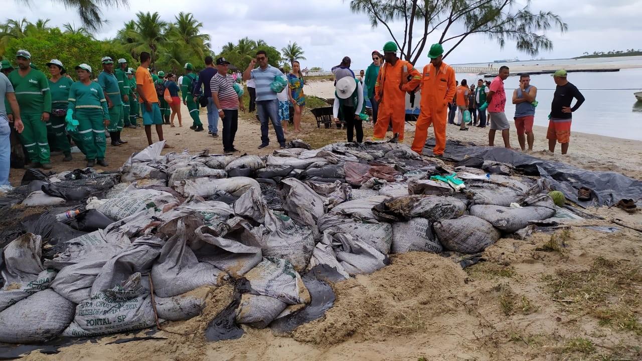 Óleo atinge praias e manguezal no Cabo de Santo Agostinho - Notícias - Plantão Diário