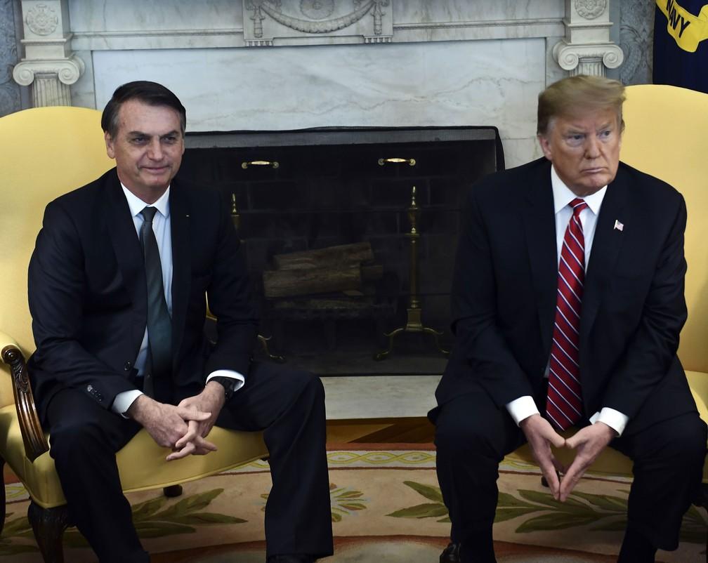 Presidente brasileiro, Jair Bolsonaro, encontra-se com o presidente dos Estados Unidos, Donald Trump, no Salão Oval, em 19 de março — Foto: Kevin Lamarque/ Reuters